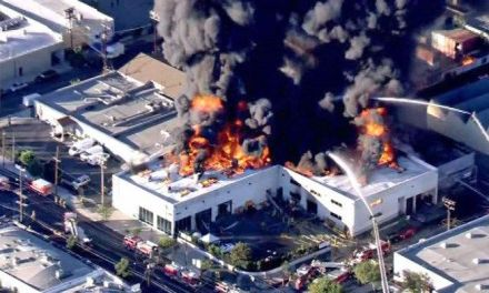 Building fire sends huge plume of smoke over Los Angeles
