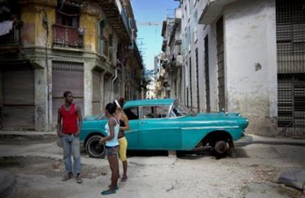 LACK OF CUSTOMERS DOOMS MANY CUBAN BUSINESSES