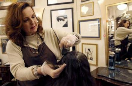 Illinois law enlists hairstylists to prevent domestic abuse