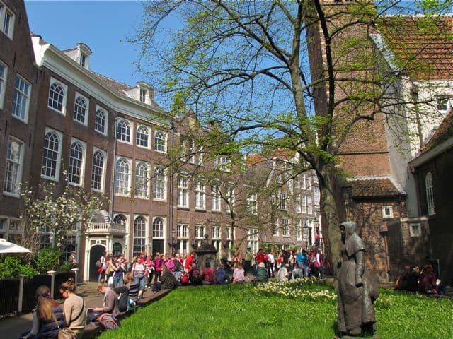 begijnhof Amsterdam is free to visit