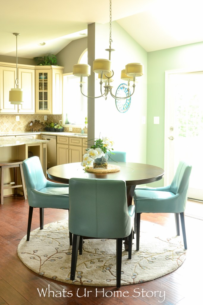 Neutral breakfast room with aqua accents_sea foam green_eclectic room_eat in kitchen