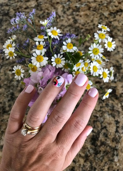 baby shower nails and flowers