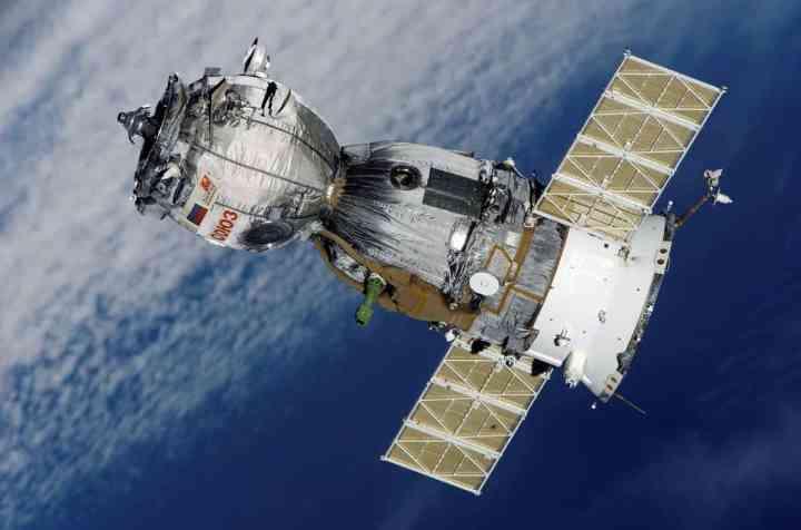 satellite-67718_1280