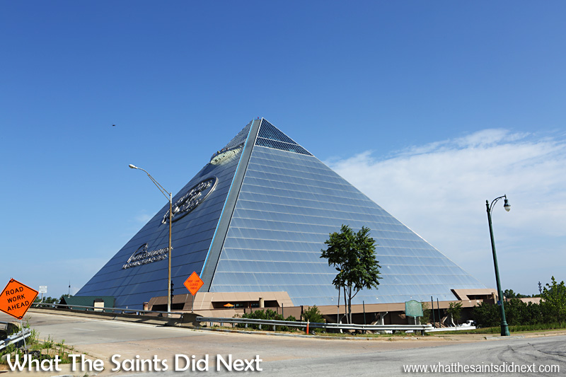 The pyramid in memphis tennessee and city sightseeing on for Fishing in memphis