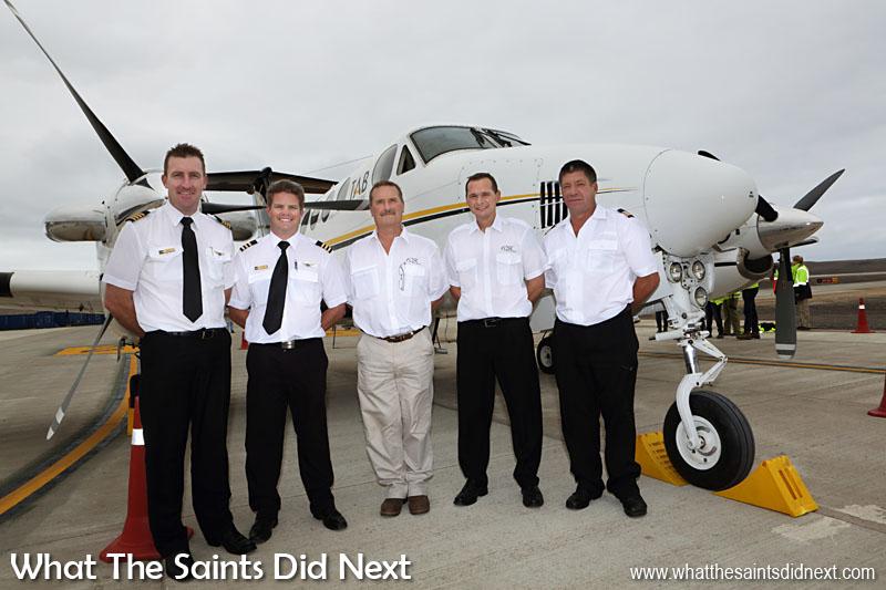 L'équipage de l'avion comprenait le Capitaine Grant Brighton, copilote, Dillan Van Niekerk, vol chef inspecteur Nick Whitehouse, FCSL chef pilote, Stuart Rawlinson et ingénieur en chef Aircraft, Jeffrey McKenzie.  Aéroport de Sainte Hélène.