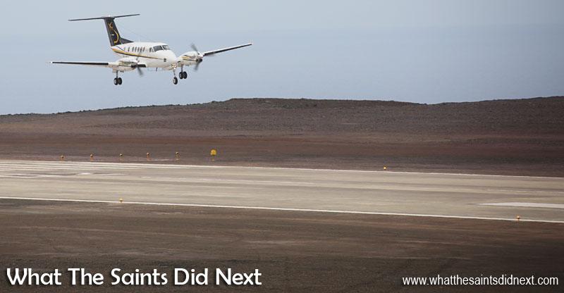Premier avion à atterrir sur l'île Sainte-Hélène.