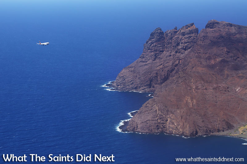 British Airways 737-800 lands on St Helena - What The Saints Did