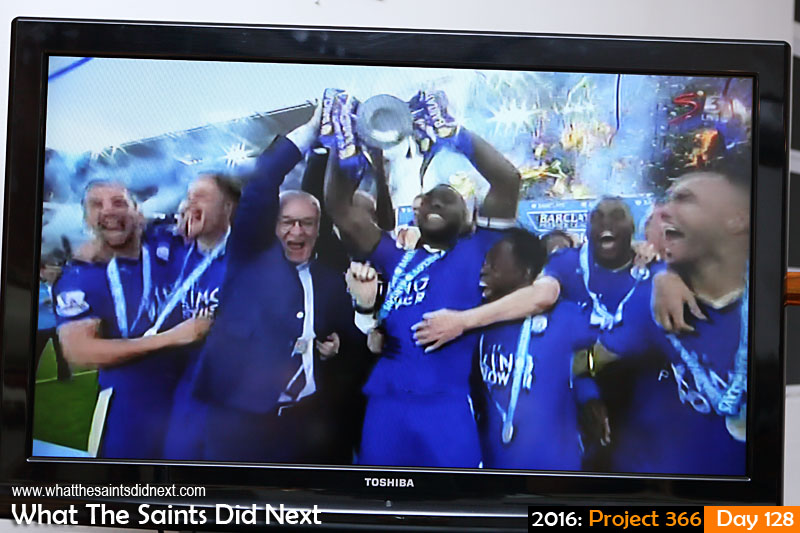 'Dilly ding, dilly dong'<br /> 7 May, 2016, 18:40 - 1/125, f/5, ISO-400<br /> English football Premiership champions, Leicester City, receive the trophy after beating Everton 3-1 at home.