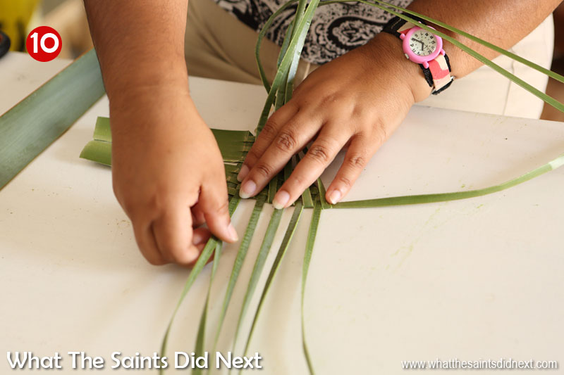 Flax weaving by hand to make a harakeke flower.  This design is for an arum lily aka a calla lily.