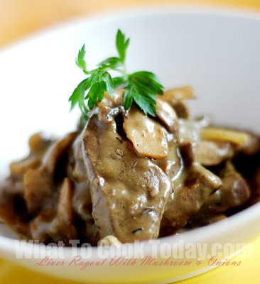 LIVER RAGOUT WITH MUSHROOMS AND ONIONS/LEBERRAGOUT MIT CHAMPIGNONGS UND ZWIEBELN