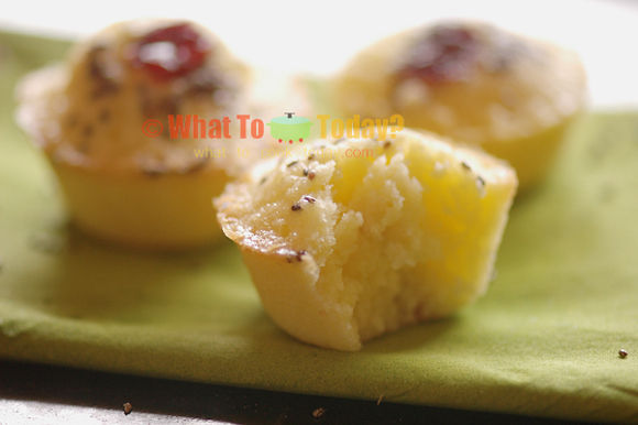 RICE FLOUR MUFFIN-CAKES WITH CHIA SEEDS