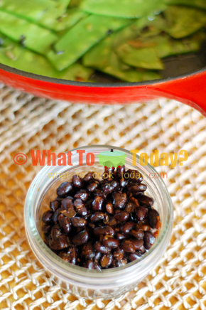 STIR-FRIED SUGAR SNAP PEAS WITH GINGER AND BLACK BEANS