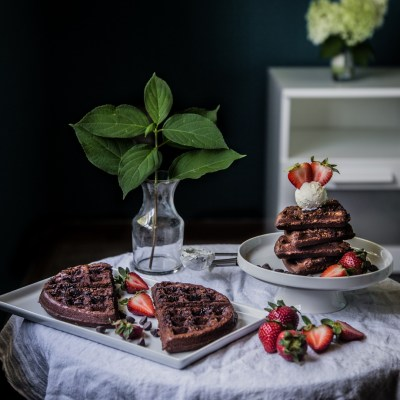 Brownie waffles with mascarpone and berries