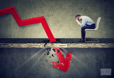 Курс биткоина снизился до $5700 — минимума за последние 12 месяцев