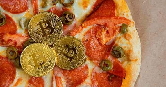 Bitcoin Pizza Day: Покупке самой дорогой пиццы исполнилось 10 лет