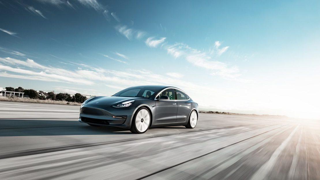 Tesla начала принимать биткоин в качестве оплаты