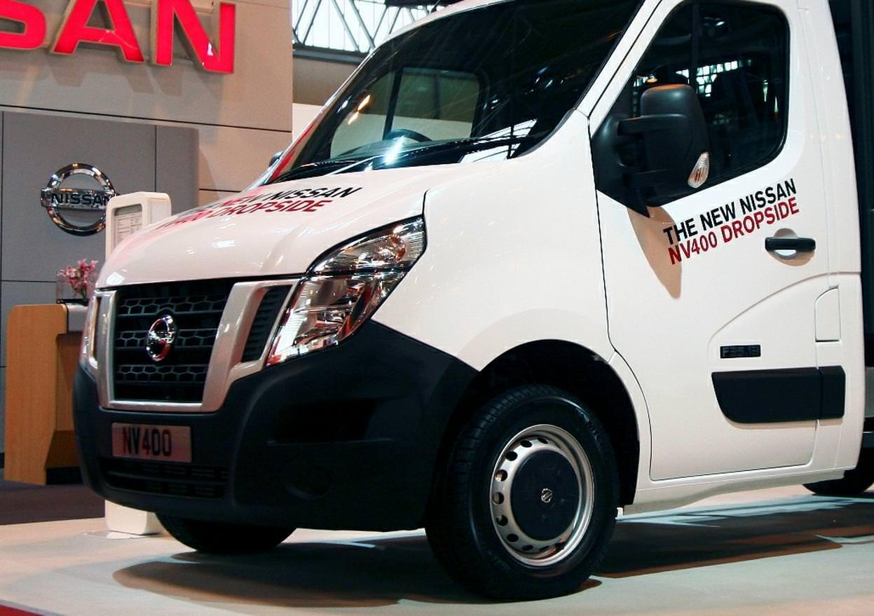 Nissan prezinta noua utilitara NV400 DropSide 2012