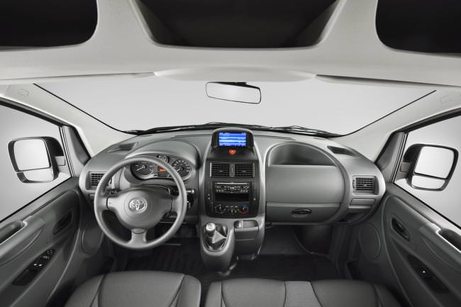 toyota proace review 2.0 d4d 2014 images (14)