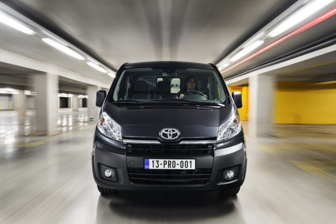 toyota proace review 2.0 d4d 2014 images (15)