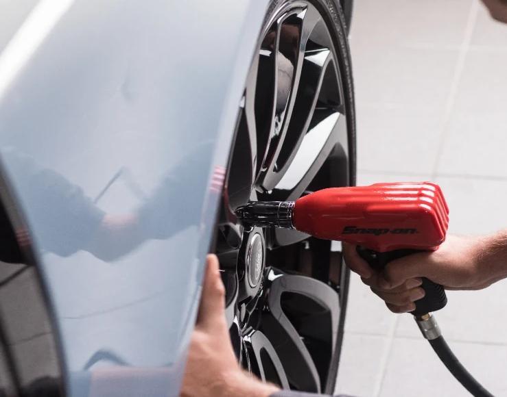 Cum se monteaza corect anvelopele la un service profesional de roti?
