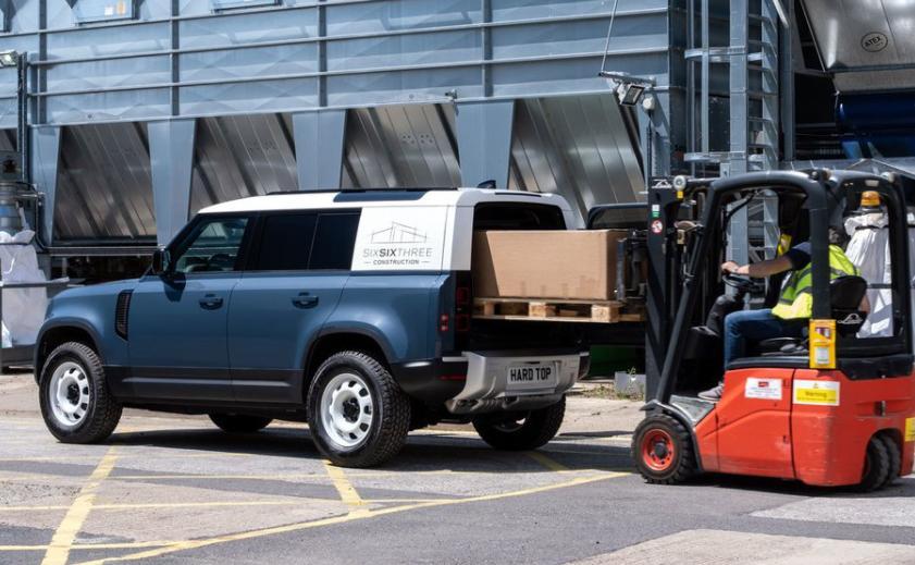 Noul Land Rover Defender Hard Top este o masina utilitara extrem de scumpa