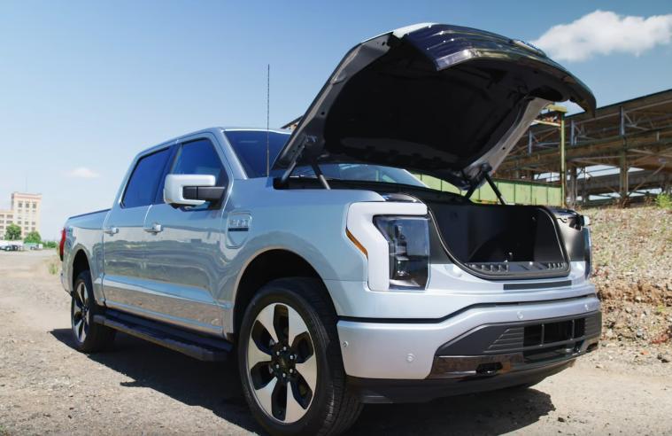 Noul Ford F150 Lightning electric poate merge chiar si 740 de km cu o singura incarcare
