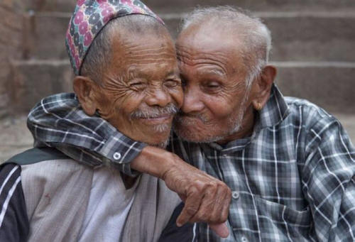 https://i1.wp.com/whatwillmatter.com/wp-content/uploads/2012/01/Friendship-old-friends-old-men.jpg