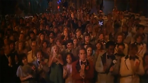 carrie-crowd-prom
