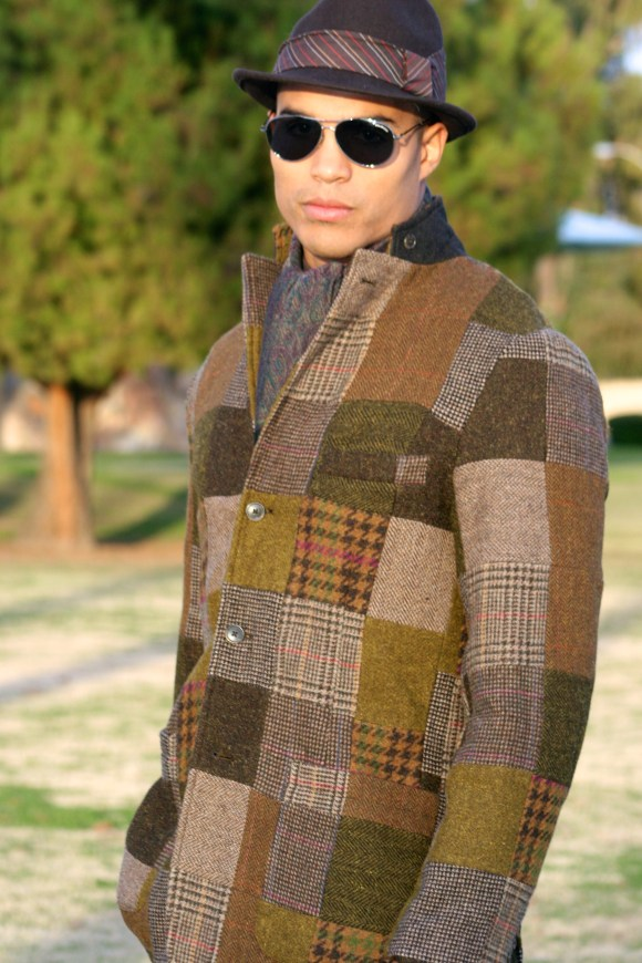 - To mux and match the elements of tweed and wool, I suggest a scarf with some paisley or imprint within the colors of the ensamble -