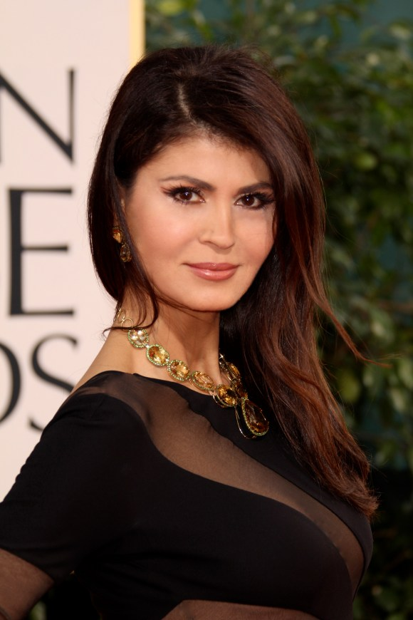"The necklace and matching earrings she styled at the red carpet have a market value of approx. $500,000 US, are made of 345 carats of ""Golden Beryl"" (Golden Emeralds) which took about three years for the jewelers of ""Louis XV "" to produce. Golden Emeralds are originally from Brazil and on this particular setting, each diamond is surrounded by 15 carats of tsavorite garnets, accenting the shape and edging of each of the links. Ms. Etkin is originally from Brazil, making this a perfect personal touch to her look. http://www.bylouis.com"