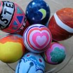 イースターエッグの卵の中身の出し方と色の付け方と模様の簡単術