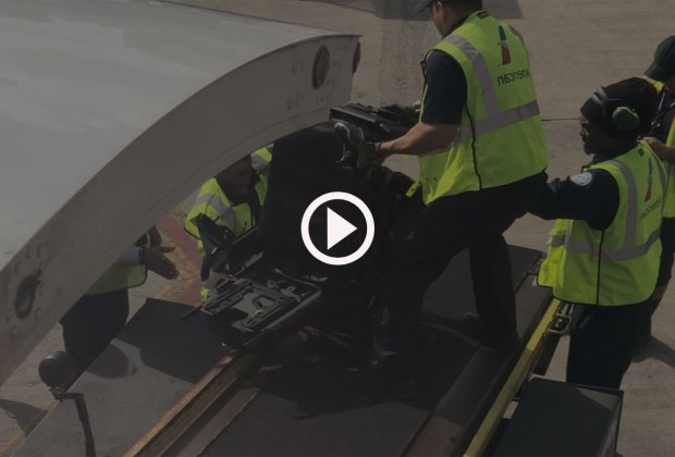 Video of airline mishandling power wheelchair.