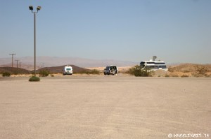 Some rigs camped in the gravel parking area by the entrance. No real lake-view here, but super-easy access.