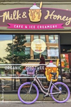 My snazzy bike at the ice cream shop