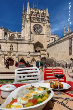 Our prime lunch spot by the cathedral