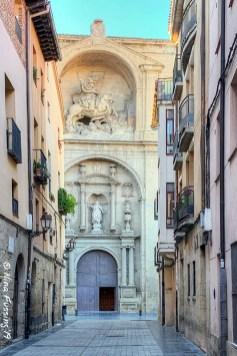Side entrance to the Church of Santa María de Palacio