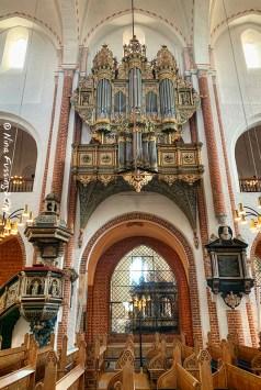 The organ with a baroque facade from 1654