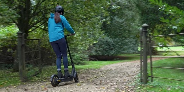manipulating the speed issues of e-scooter