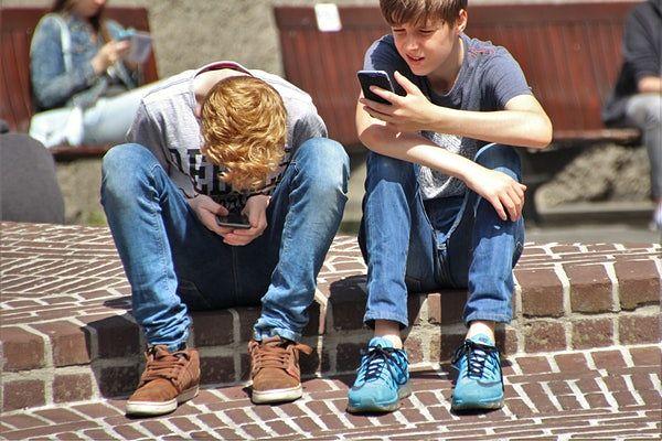2 boys using social media