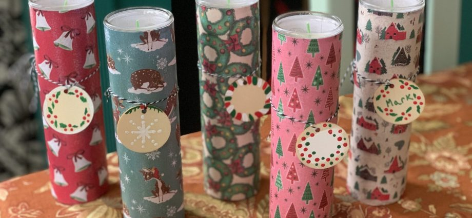 sparkly holiday candles with DIY gift tags