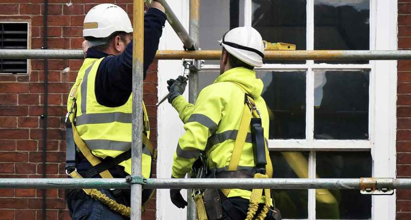 Top Tips to Help You Erect Scaffolding Safely