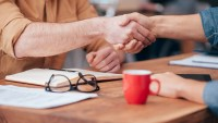 5 ways to nail your first impression while dealing with a potential buyer.