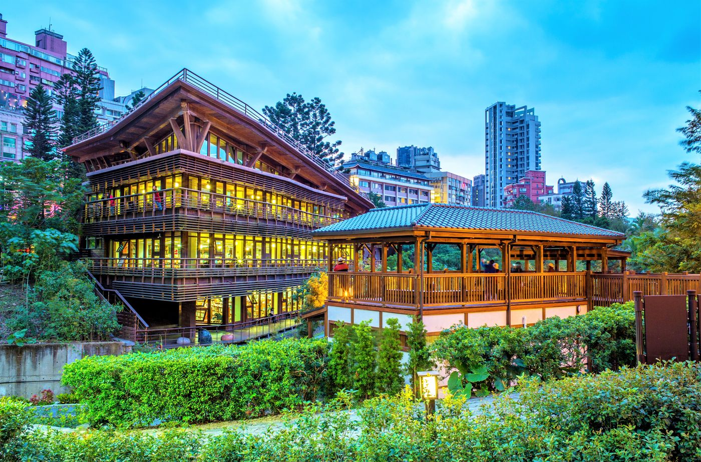 10 Coolest Examples Of Green Buildings