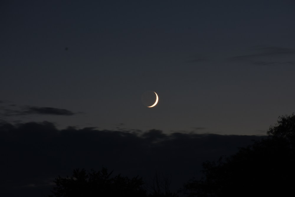 2021, October 8: The crescent moon with earthshine.