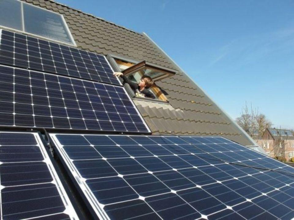 Des problèmes peuvent survenir avec les nouvelles technologies vertes comme les panneaux solaires sur les toits