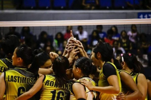 Women volleyball team on court