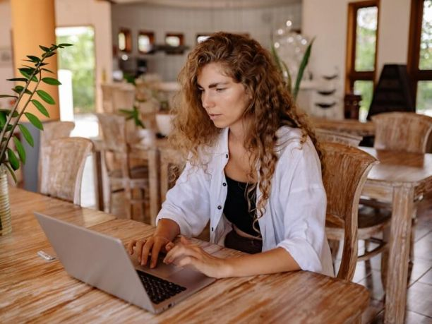 Women online studying