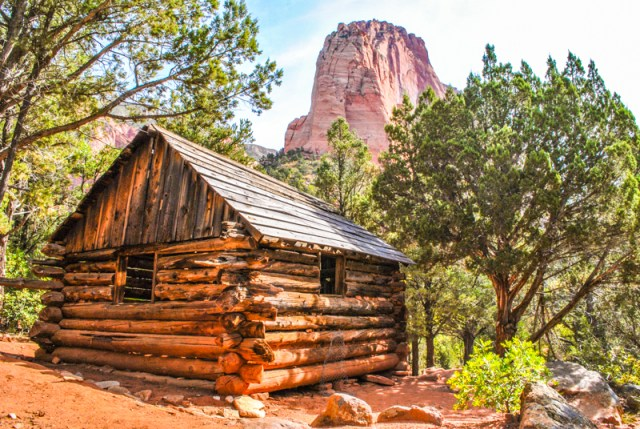 Zion National Park in Southern Utah is one of the most vivid and stunning parks. Here are 5 awesome things you must do in Zion National Park.