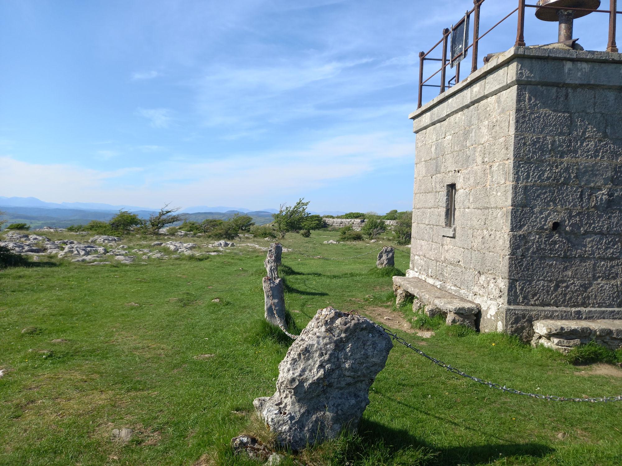 Summit refuge at Hampsfell