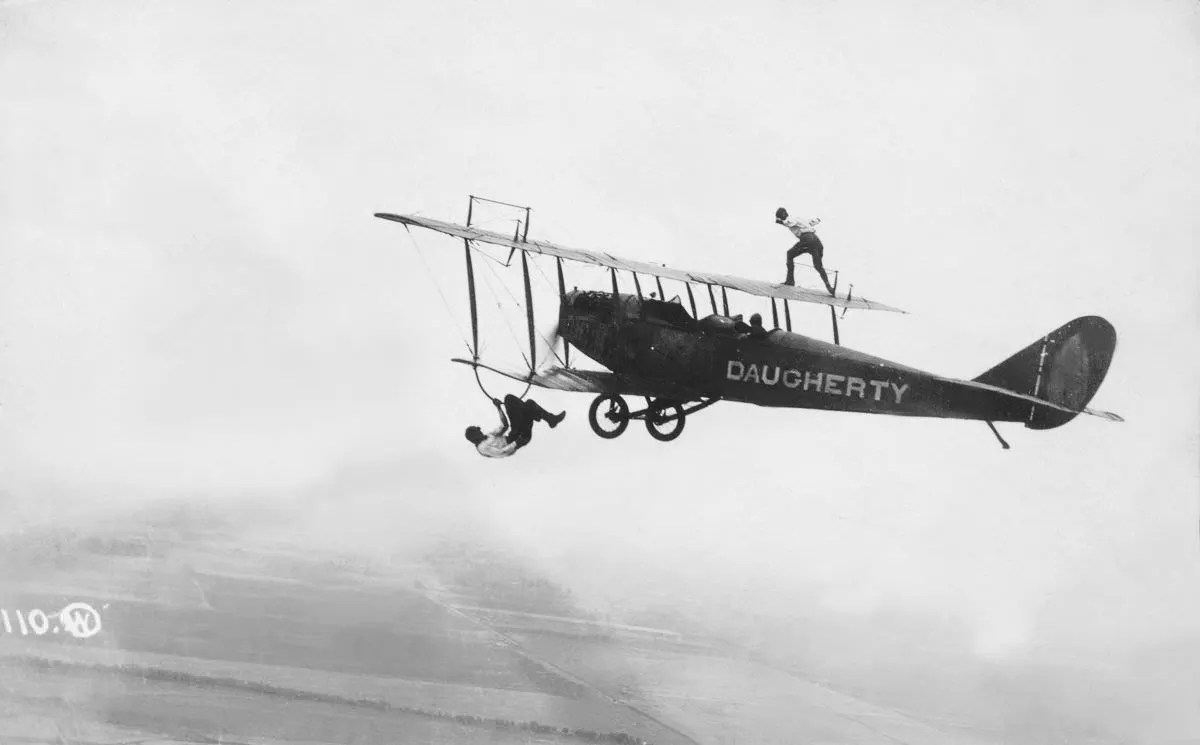 Vintage photos of wing walking in the 1920s